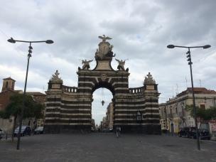 Porta Giuseppe Garibaldi, Catânia, Itália.